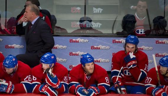 Les visages étaient longs sur le banc du Canadien en troisième période. (André Pichette, La Presse)